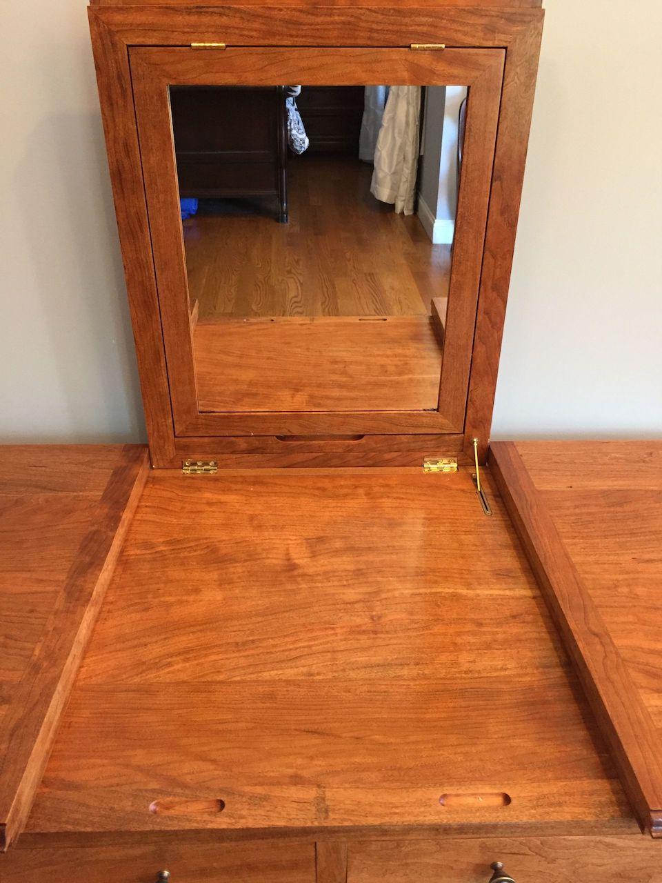 Jonas' Dressing Table - The Wood Whisperer